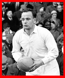 #rugby history Born today 25/11 in 1931 : Dickie Jeeps (England) rugby v Ireland in 1957, 1958, 1959, 1960, 1961, 1962 https://t.co/ym7nWZI8aa https://t.co/bAv6qbYcOn