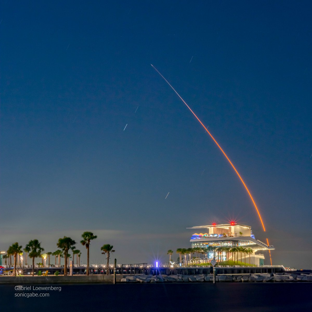 Tonight's @SpaceX #StarlinkL15 launch over the @StPetePier, a single 114-second exposure. This was the 100th SpaceX launch and the 7th flight for this rocket body. #SpaceX #Falcon9 #Starlink #StPetePier #ILoveTheBurg #rocketscience #photooftheday #LaunchAmerica