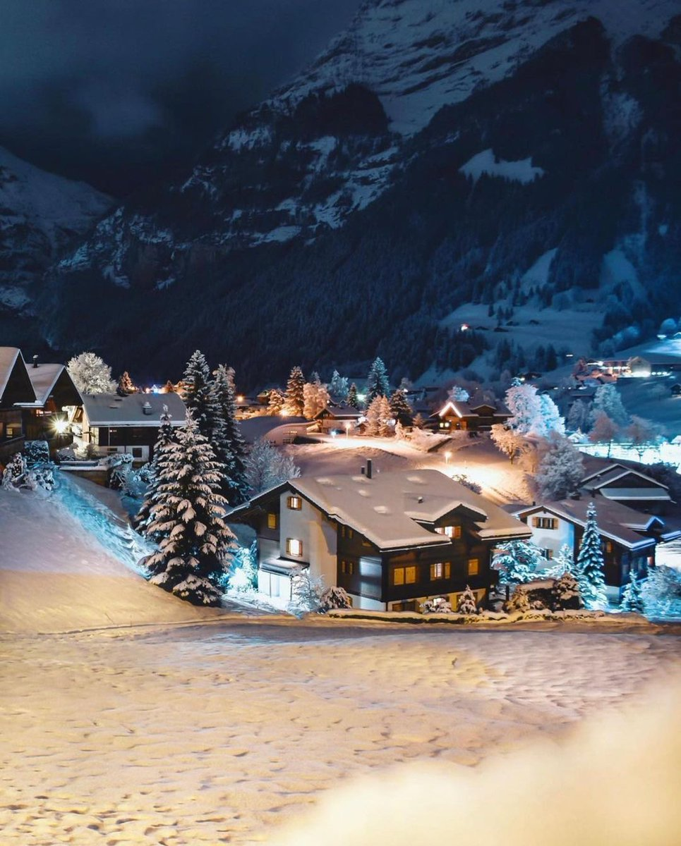 The dream of a white Christmas - hopefully it will come true! ☃️ Only 1 month left now... How will you celebrate? 🎄  Thank you 📷  #grindelwald #jungfrauregion #madeinbern #inLOVEwithSWITZERLAND @jungfrauregion