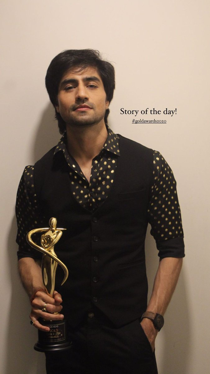 So #HarshadChopda won Hotstepper of ITV male award as fit actor is won by gurmeet, style icon is won by siddharth, and man of substance is won by arjun bijlani they all shared what they won https://t.co/MYOgzKQwzO