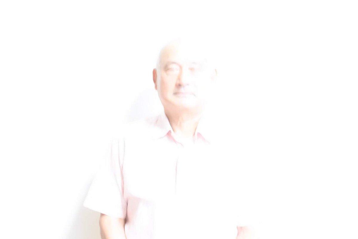 #全日本失敗写真協会親戚のおじちゃんに「遺影に使う写真を撮ってくれ」と言われ設定をミスって逝かせかけてしまったものがこちらです。