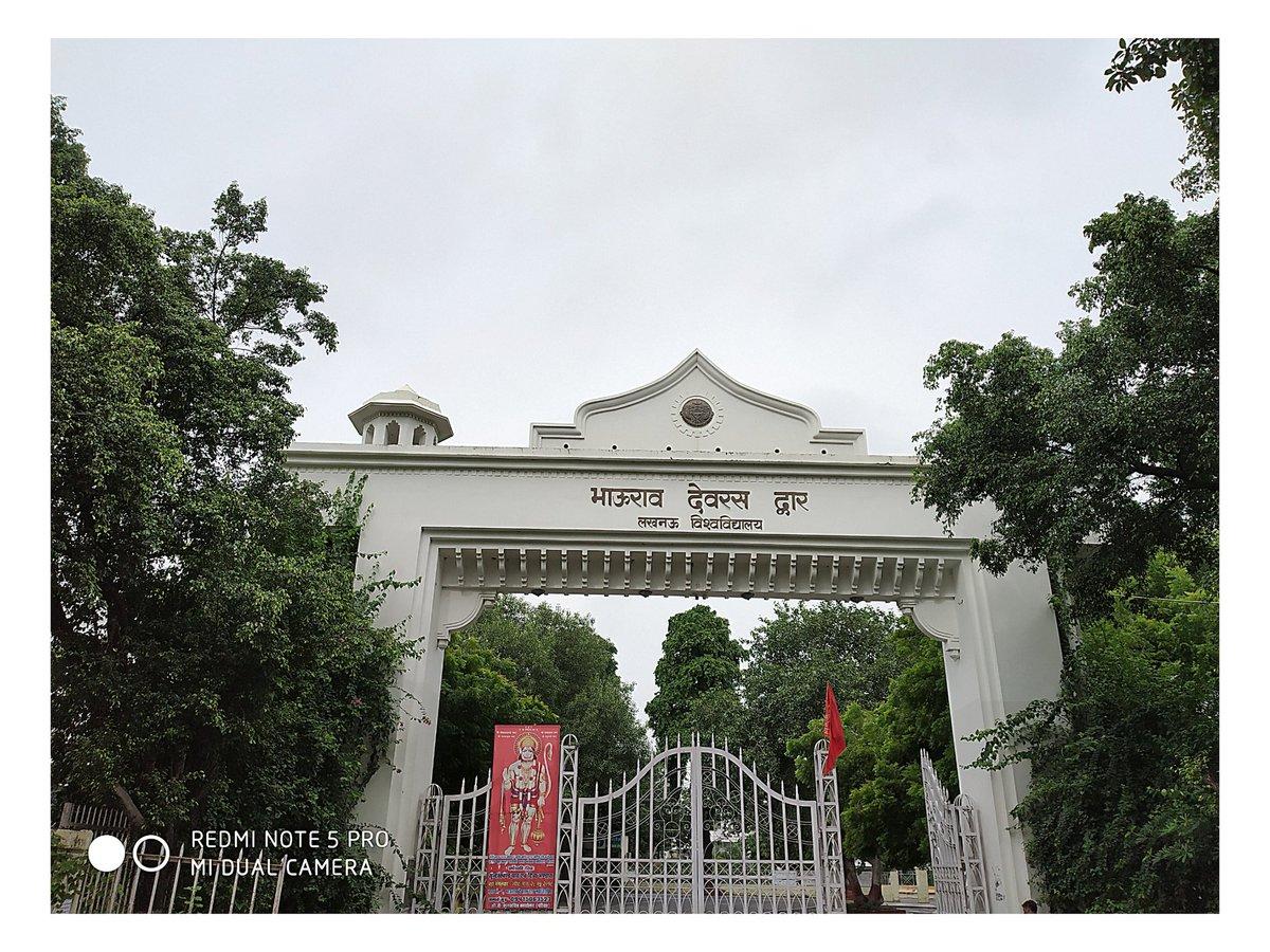लखनऊ विश्वविद्यालय के 100 वर्ष आज पूरे हो गए हैं इसके लिए विश्वविद्यालय परिवार को बहुत बहुत बधाई 🎉🎉  मुझे गर्व है कि मैं लखनऊ विश्वविद्यालय के शताब्दी वर्ष मे पढ़ रहा हूँ 🙏😊 @lkouniv @profalokkumar @dswlkouniv @narendramodi @physicslkouniv #LUCentennialCelebration