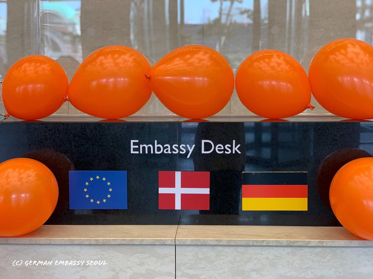 전 세계적으로 나이, 배경, 교육 수준과 상관없이 여성 세 명 중 한 명은 폭력을 경험한 적 있다고 합니다. 11/25 #세계여성폭력추방의날 을 맞이해 저희 대사관 공간 몇몇 곳을 오렌지색으로 채워봤습니다! #OrangeTheWorld @UN_Women
