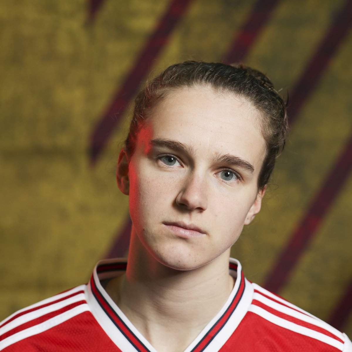 today is my 18th birthday and it would make my day it either of my favourite players @VivianneMiedema or @RobHolding95 could reply to this🥺💕  if anyone wants to tag either of them or anything that would be cool :) ty
