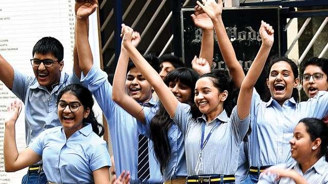 @KapilSharmaK9 @HumorouslyVipul शिक्षा लेने के लिए, स्कूल जाना जरूरी नही, क्योंकि शिक्षा कहीं से भी मिल सकती है..)✍🙏
