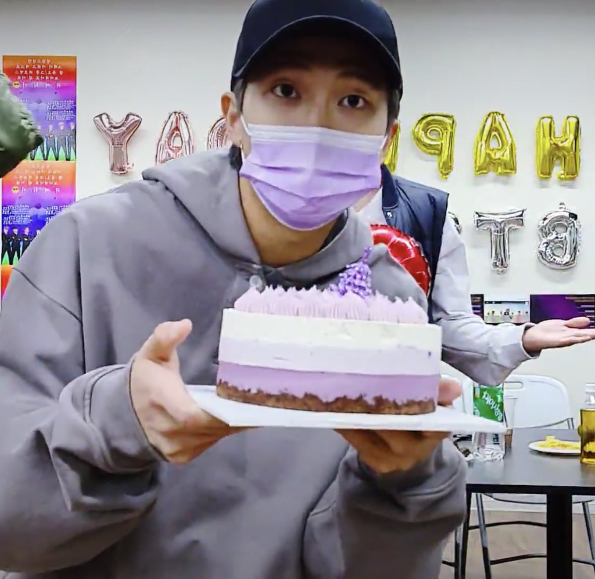 """BTSARMY Kitchen & Bar⁷ on Twitter: """"The cake that the boys use to celebrate their Grammy nomination in the Live is from A Twosome Place. One of their favorite bakery picks for"""