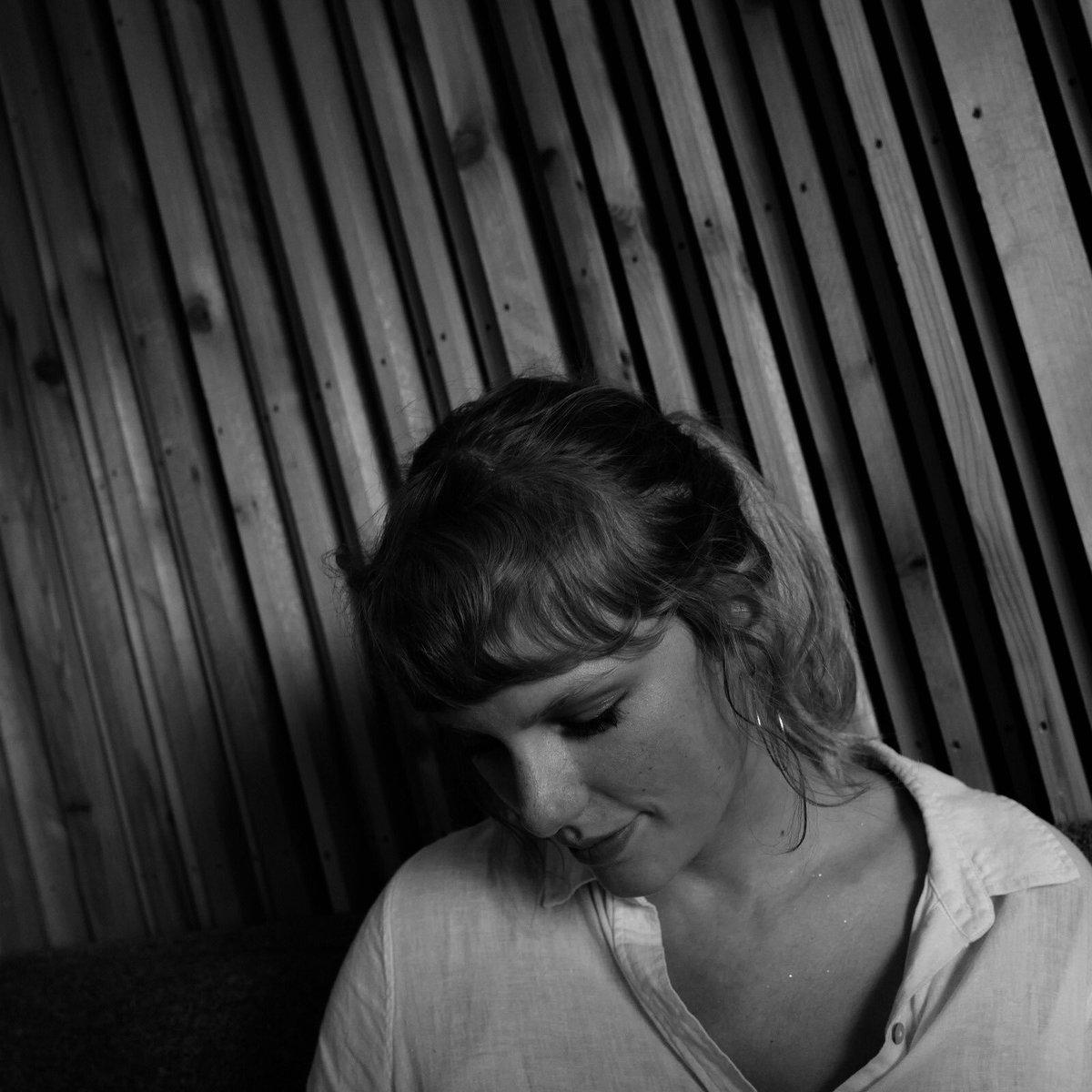 """""""Floklore: the long pond studio sessions"""" de @TaylorSwift13 est disponible sur @DisneyPlus ✨   Regarder :  Ecouter :"""