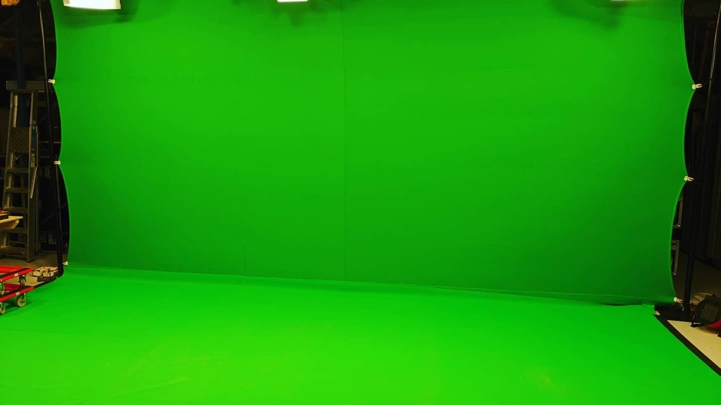 Back in the green screen studio!!! Anyone got an idea as to what I could film for my stream???   #twitchaffiliate #twitch #greenscreen #studio #studiolife #filming https://t.co/HyyIjtZ6YQ