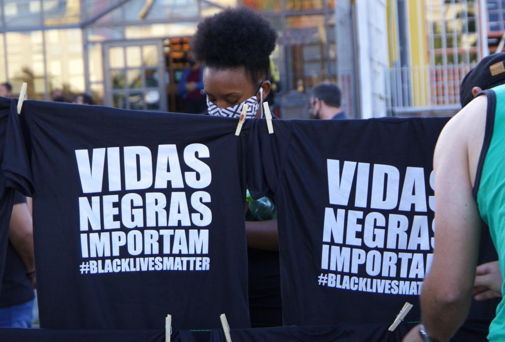 A morte brutal deJoão Alberto Silveira Freitas, negro, de 40 anos de idade, pela ação de dois agentes de segurança brancos do lado de fora de um supermercado em Porto Alegre, Brasil, no dia 19 de novembro, véspera do #DiadaConscienciaNegra,…  #WCC