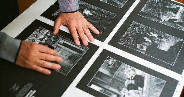 """Le Groupe DupliPrint - Jouve Print est heureux de remettre le Trophée de la Fabrication du livre aux éditions Martin de Halleux pour le magnifique ouvrage de cartes à gratter de Thomas Ott, """"La Forêt"""" #Trophées #Edition#dupliprint#jouveprint"""