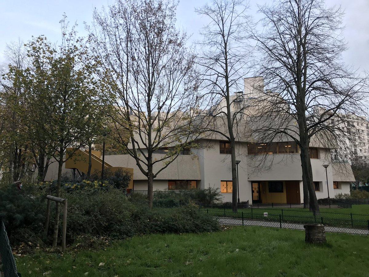 Reprise des visites ce matin avec la Crèche Collective Modigliani dans le #15eme, toute neuve, rouverte après rénovations, c'est un havre de paix entouré de jardins !  L'équipe est est impatiente de retrouver sa capacité d'accueil de 80 berceaux dès que possible👨👩👧👦🦁#DFPE