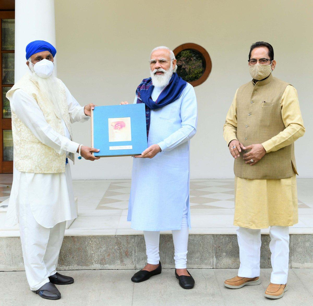 श्री गुरु नानक देव जी के जीवन और आदर्शों पर आधारित एक पुस्तक का विमोचन किया। इस पुस्तक को चंडीगढ़ में रहने वाले श्री कृपाल सिंह जी ने लिखा है।