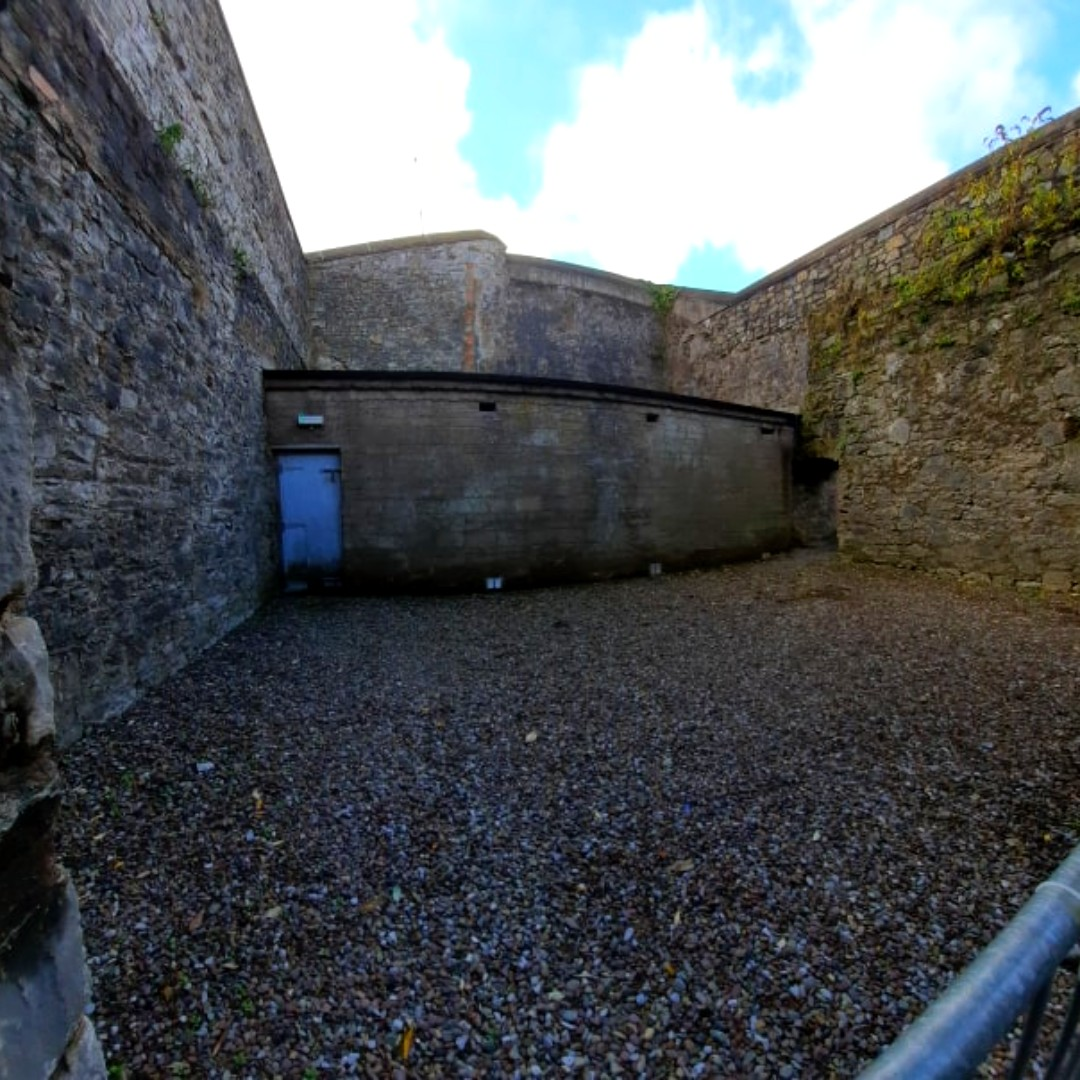 Have you spotted our famous air-raid shelter in the Hollybough? This air raid shelter in Elizabeth Fort is Cork's only remaining one, but Cork once had 100 air raid shelters! #purecork #irelandsancienteast #corkcitycouncil https://t.co/kP94bzK7Cq
