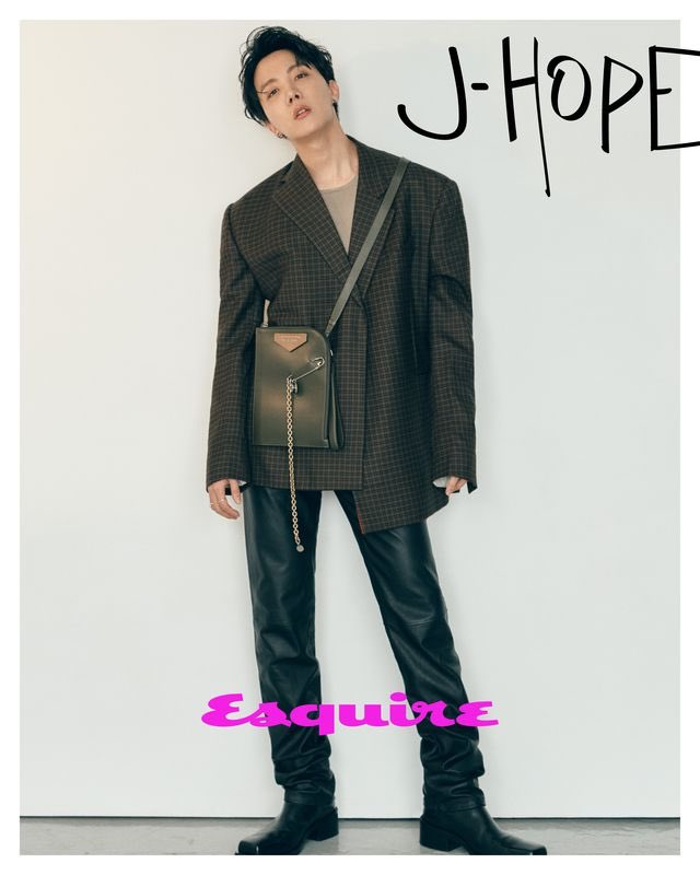 #JhopeArticles 🐿📰            @esquire Interview  The Members of BTS Explain Which of Their Songs Defines Them   j-hope: It's 'Mic Drop.' Maybe because I've been dancing street style since I was young, I always like the hip hop style of performance.  #Jhope #제이홉 + https://t.co/1DWigXu6pj