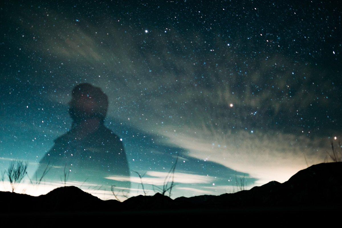 初めて星空を撮影したらカメラの前にいた先輩も星になってしまった写真#全日本失敗写真協会