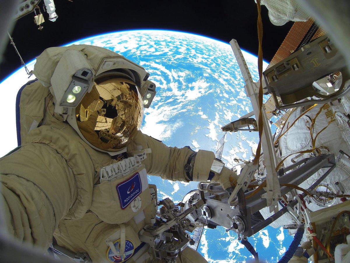 На прошлой неделе состоялся мой первый выход в открытый космос #ВКД47. И сегодня готов поделиться своими впечатлениями и уникальными фотографиями этой внекорабельной деятельности.   📸 Подробнее и больше фото ➡️ https://t.co/Lsa8GfoqB8 https://t.co/811ReUM0pE