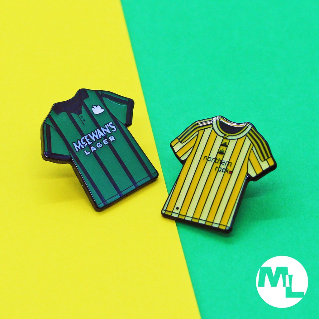 Football Shirts miniaturized and produced as lovely custom pin badges! ⠀ 25mm, Soft Enamel, Black Dye Plating with Thin Epoxy.  #GraphicDesign #ProductDesign #Illustration #Designer #PinGame #CustomMade #PinBadge #SoftEnamel #Badge #Football #Sport #FootballShirt https://t.co/L3mheHOg6Z