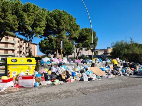 Montagne di rifiuti a Bonagia ma la bolletta TARI è arrivata lo stesso (FOTO) (VIDEO) - https://t.co/cObaFeWPWq #blogsicilia #palermo #rifiuti