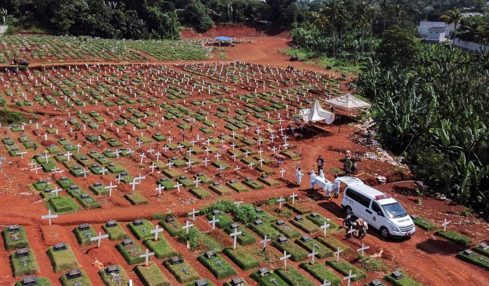 Mundo registra pela 1ª vez mais de 12 mil mortes por Covid em 24 horas. Total passa de 1,4 milhão  #G1