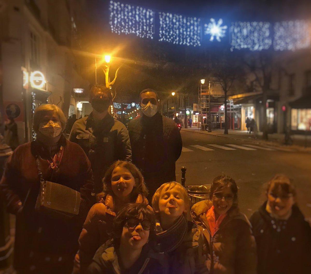 💡À #ParisCentre, inauguration des illuminations de Noël à l'initiative des commerçants de la rue de Bretagne et du Marché des Enfants-Rouges !  🙏 Merci à l'association pour cette magnifique mise en lumière et sa mobilisation malgré le contexte difficile.