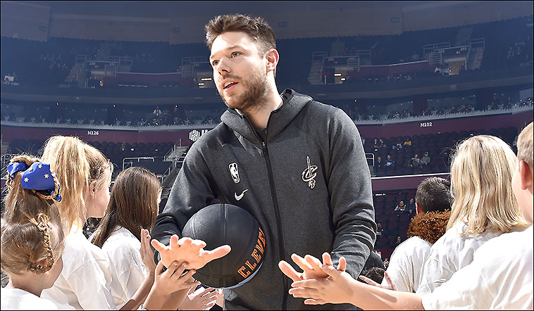 As David Letterman would say: You know him, you love him, you can't live without him ... #Cavs re-sign @matthewdelly.   No need for stats and stuff. You know what he does.  Official release: https://t.co/ceFK4lXerG https://t.co/1KKBOJFMuW