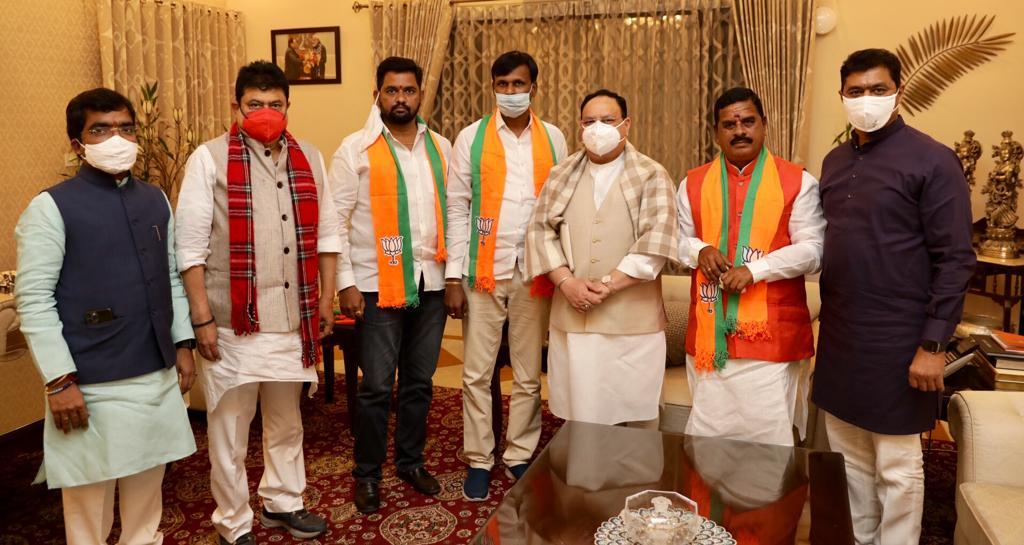 బిజెపి జాతీయ అధ్యక్షుడు @JPNadda సమక్షంలో @BJP4India లో చేరిన టీఆర్ఎస్ నేత, శాసనమండలి మాజీ చైర్మన్ స్వామి గౌడ్