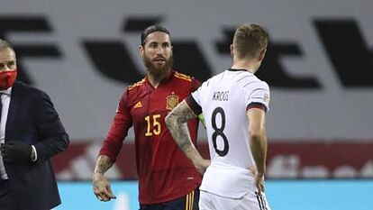 """Questioned by his brother about whether there had been jokes from his teammates at Real Madrid, Kroos 🇩🇪 denied it. He said:  """"There were no jokes, rather everyone seemed surprised.""""  #RealMadrid #ESPGER"""