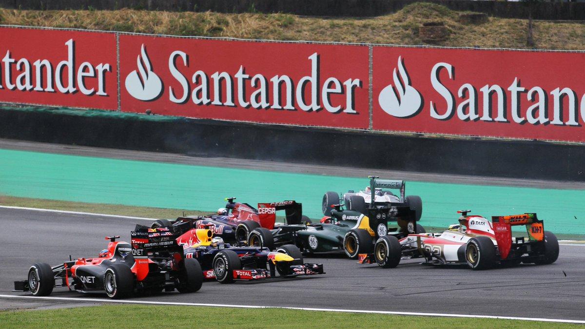 #UnDiaComoHoy pero del año 2012, Sebastián Vettel 🇩🇪 lograba una remontada épica luego de quedar último en la primera curva del GP de Brasil. Iba a llegar 6to para consagrarse campeón del mundo por 3ra vez, solo 3 pts por delante de Fernando Alonso 🇪🇸. #F1 #Vettel #Interlagos https://t.co/gozvje4L9G
