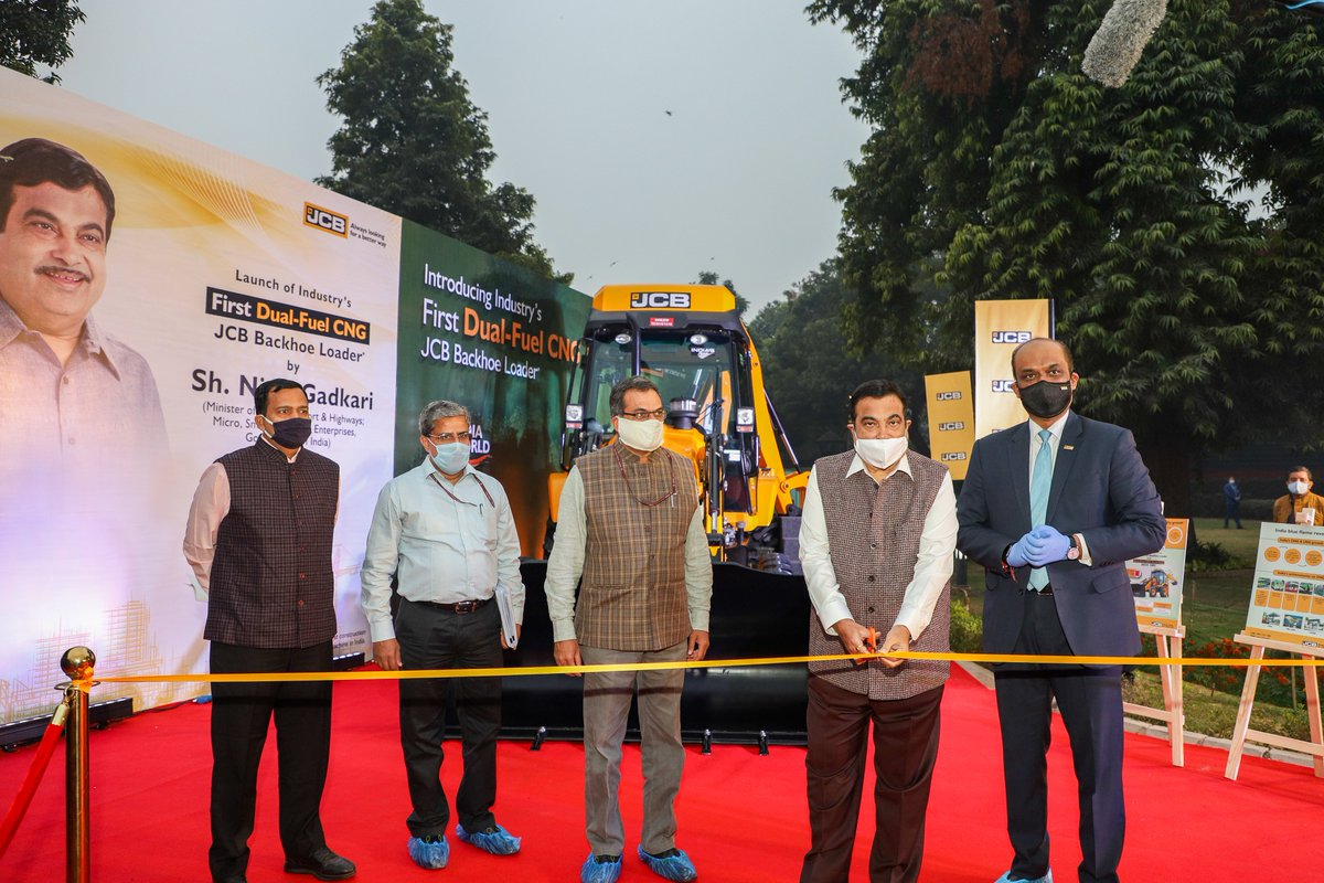 We are extremely honoured to have Shri @nitin_gadkari, Hon'ble Union Minister, @MORTHIndia & @minmsme launch India's first Dual-Fuel CNG Backhoe Loader. We are thankful for his support and encouragement.  #AatmaNirbharBharat #TransformingIndia #MakeInIndia #Innovation #JCBIndia