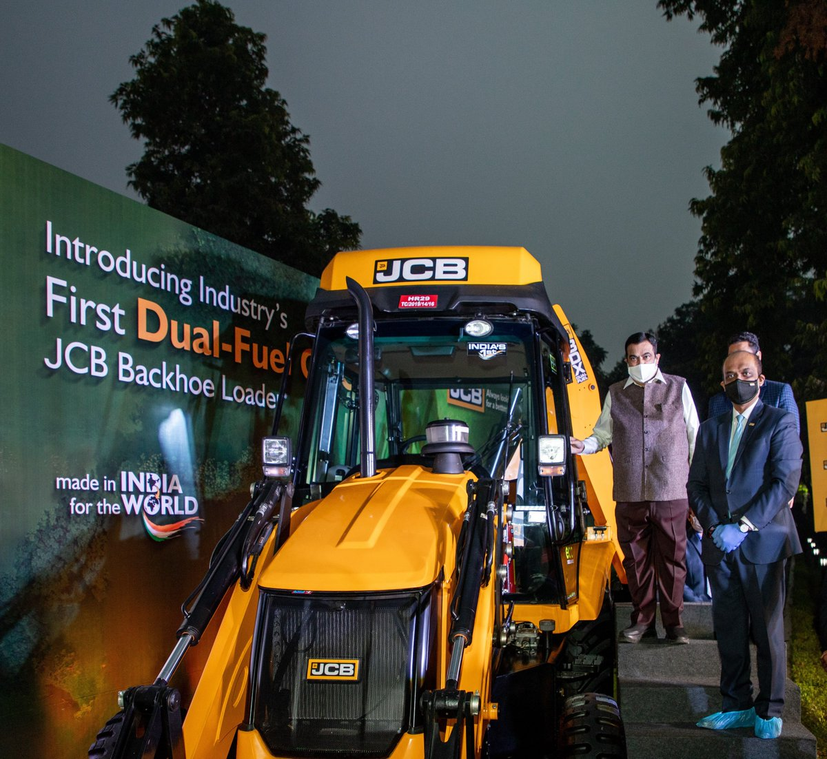 Our #MadeInIndia dual-fuel CNG Backhoe Loader is a significant step towards a planet-positive future.  #AatmaNirbharBharat #TransformingIndia #MakeInIndia #Innovation #JCBIndia  @nitin_gadkari @Deepak_Shetty09 @MORTHIndia @NHAI_Official @minmsme @OfficeOfNG