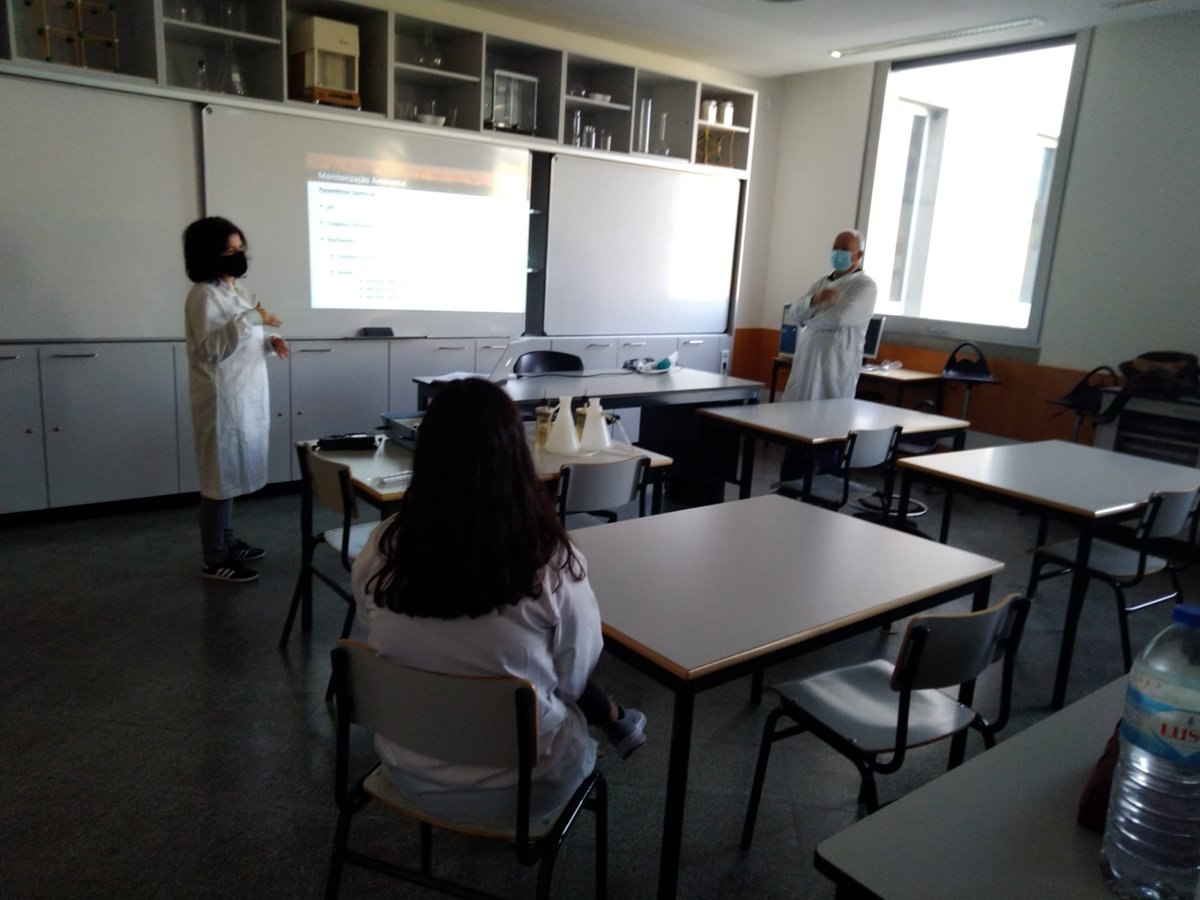 "Sara Leston gave a workshop on the Escola Básica de Anadia, integrated in the Ciência Viva project ""Pelo rio abaixo"". The objective was to show the work of a marine biologist and perform water quality analyses.  #worldscienceday  #cienciaviva #marineresearchlab @cfe_uc"