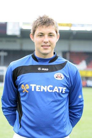 Vandaag jarig: @hengelmannick. De keeper van Jong Ajax is 31 geworden. Hij was in het seizoen 2012/2013 na de winterstop actief als derde keeper bij Vitesse. Hij speelde verder voor Heracles, AGOVV, Achilles'29, Oss, Twente en Ajax Cape Town #oudvitesse https://t.co/nTiOi1SF7y