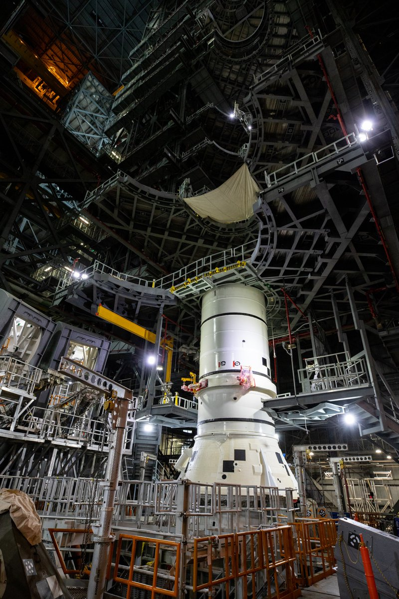 ✅ The first piece of the @NASA_SLS rocket on the mobile launcher has been stacked!  On Nov. 21, engineers lowered the first of 10 segments into place for the twin solid rocket boosters that'll power the first flight of the new deep space rocket:
