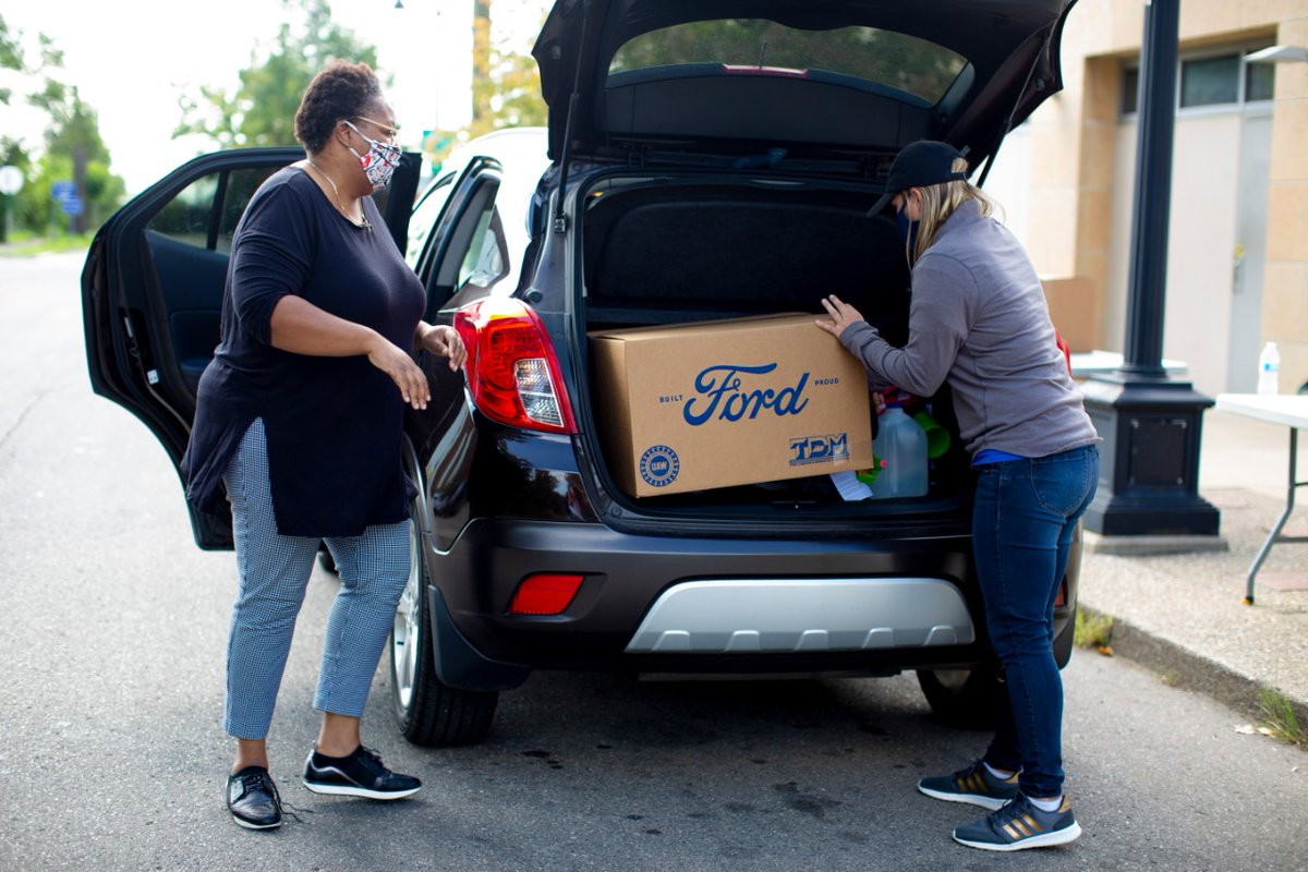 """Coming together is a beginning. Keeping together is progress. Working together is success."" - Henry Ford 💙 #Ford #HOUTXFord #SeasonOfGiving #WednesdayThought  ""Reunirnos es un comienzo. Permanecer juntos es progreso. Trabajar juntos es éxito."" 💪"