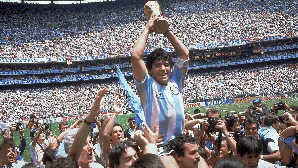 DEP Maradona. Eskerrik asko por todo lo que le has dado al fútbol. #Maradona