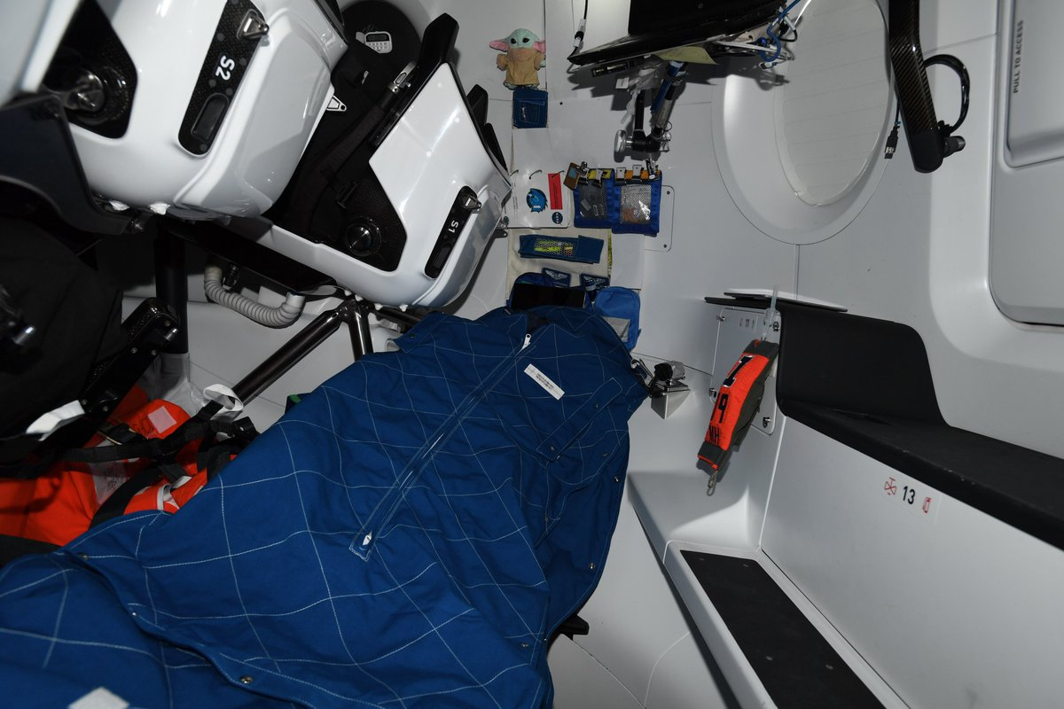 Sorry for the gap in tweets! I've been getting adjusted to life on @Space_Station, including setting up my new crew quarters in the cockpit of Dragon Resilience. https://t.co/0PTkpEyA4e