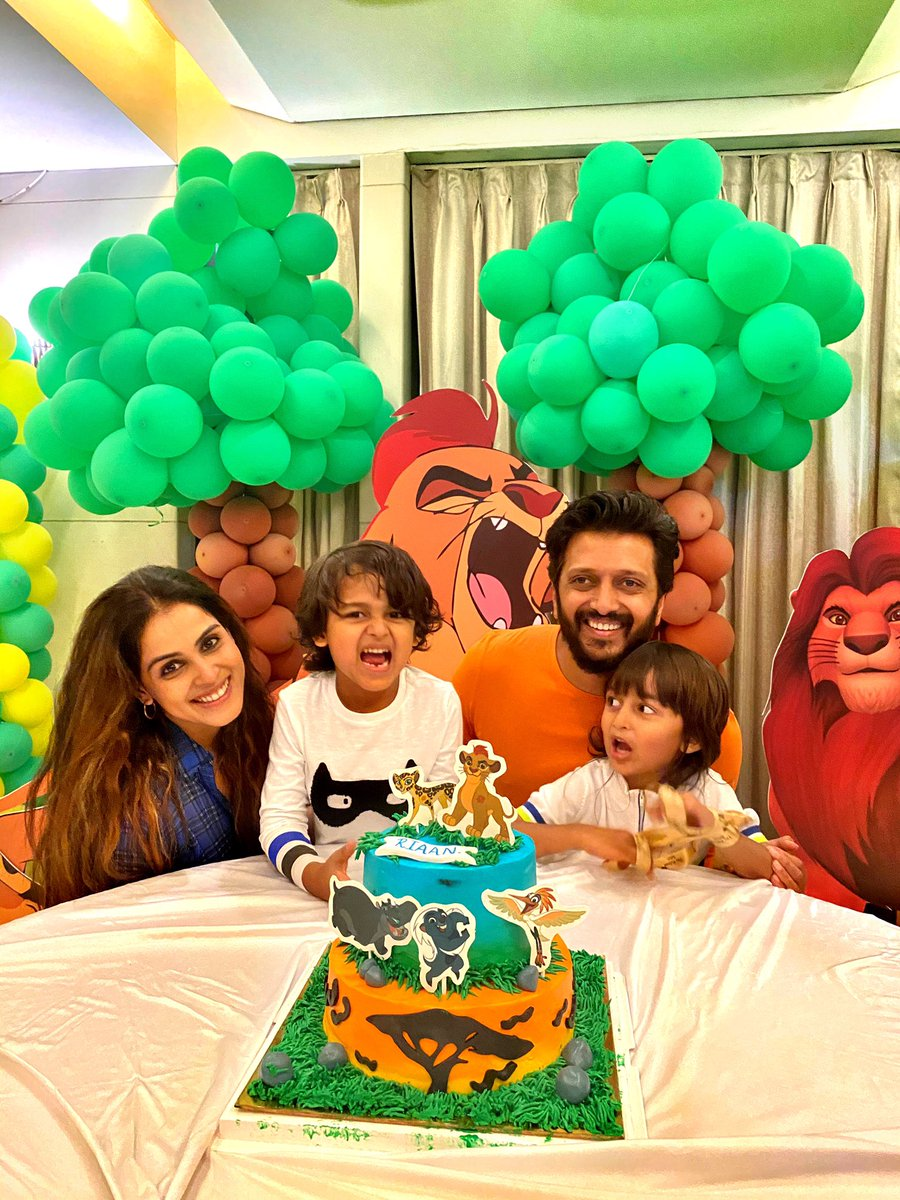 Riaan's Bday & all the cuteness that dotted the celebrations. The kiddie cake was yummy- clicked it before it reached the tummy. 🤣😍😍#HappyBdayRiaan 🥰🥰🥰🥰🥰 @geneliad @Riteishd