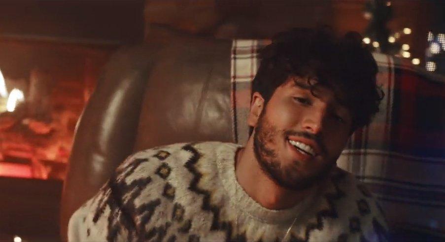 .@SebastianYatra y todo el latino gang se preparan para estas navidades ✨ Dale al playlist para una selección de videos y canciones navideñas🎅  ⠀⠀⠀⠀⠀⠀⠀⠀⠀ ▶️