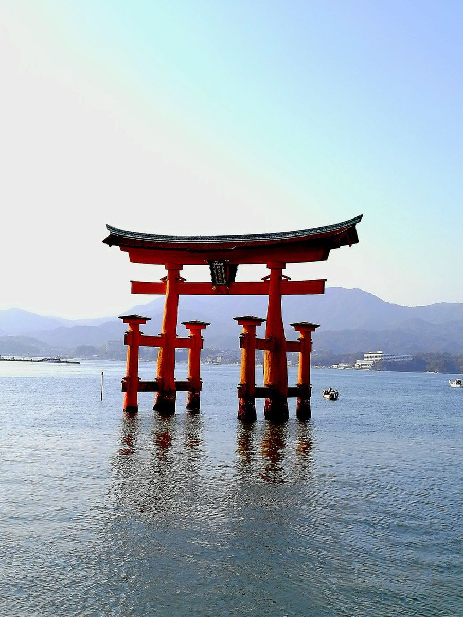 Intrigante isola di Miyajima.... Bellissima 😍😍😍🗾#holiday #igtravel #instago #instagood #TFLers #tourism #tourist #travel #travelgram #traveling #travelingram #travelling #trip #vacation #visiting #igers #landscape_lovers #landscape_captures #japan #japanese #Miyajima #island