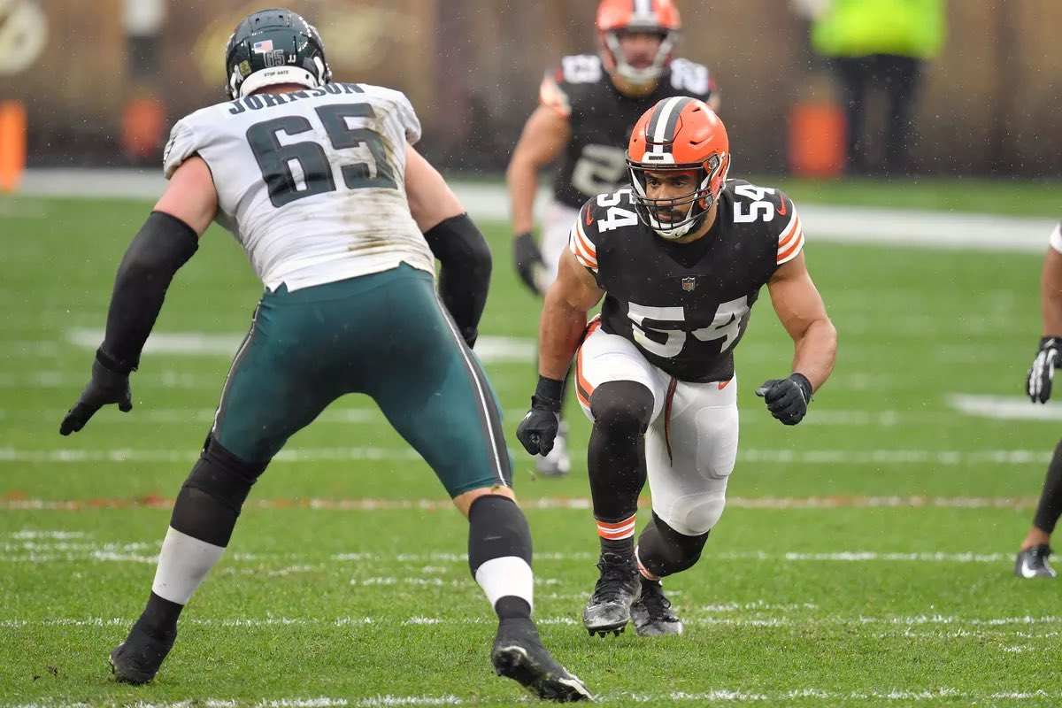 #Browns RE Olivier Vernon has earned AFC Defensive player of the week, after his 3 sack performance vs the Eagles. Congratulations, Olivier! https://t.co/Q9XSRqBlVv