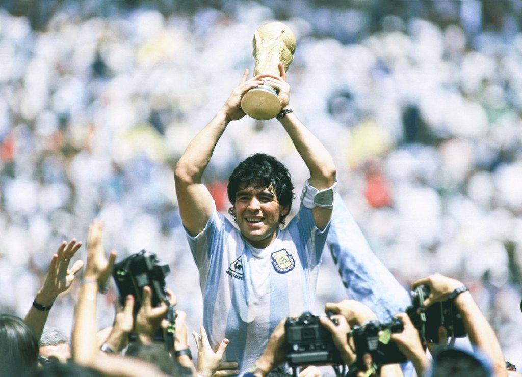 Día triste para el fútbol. Ha fallecido Maradona. DEP genio de este deporte. #maradios 😭