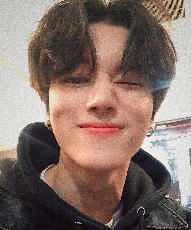 Happy birthday to this angel! Thank you for always working so hard and bringing a smile to our faces, ATINY is proud of you and loves you so much ♡ ♡ 생일 축하합니다 우영, 사랑해 ♥ @ATEEZofficial #우영아_태어나줘서_Gracias #BornToBeLovedWooyoungDay #ATEEZ #에이티즈