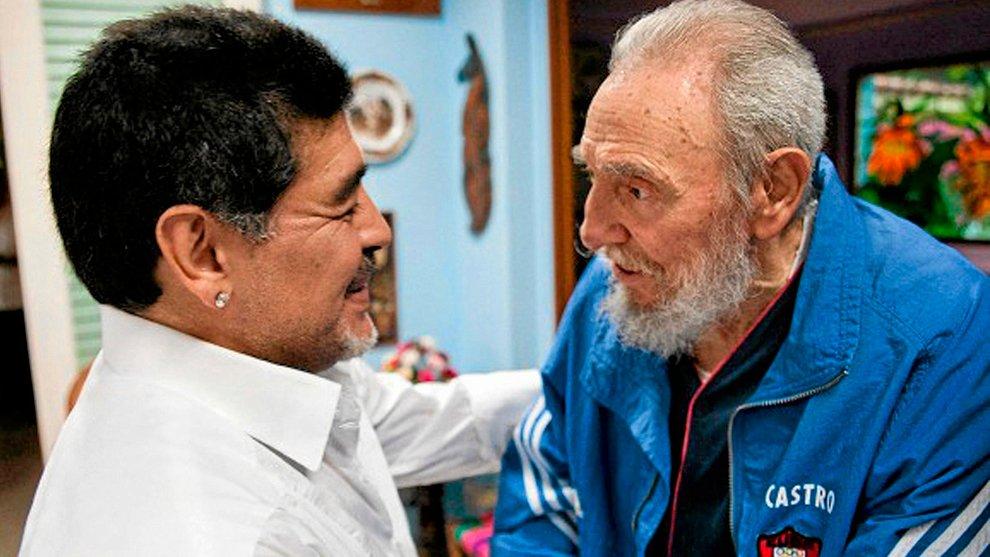 """La historia ha querido que partan el mismo día.  """"Para mí fue como un segundo padre, porque me aconsejó, me abrió las puertas de Cuba cuando en Argentina había clínicas que me la cerraban, no querían la muerte de Maradona. Y Fidel me las abrió de corazón.""""  #HastaSiempreDiego"""