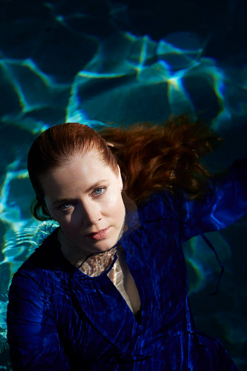Queue Cover Star Amy Adams dives deep on 15 years of filmmaking, her first Oscars memory, and her preferred pastime (reading a book by a tree). Full interview: netflixqueue.com/amy-adams-is-o… 📷: Sam Taylor-Johnson