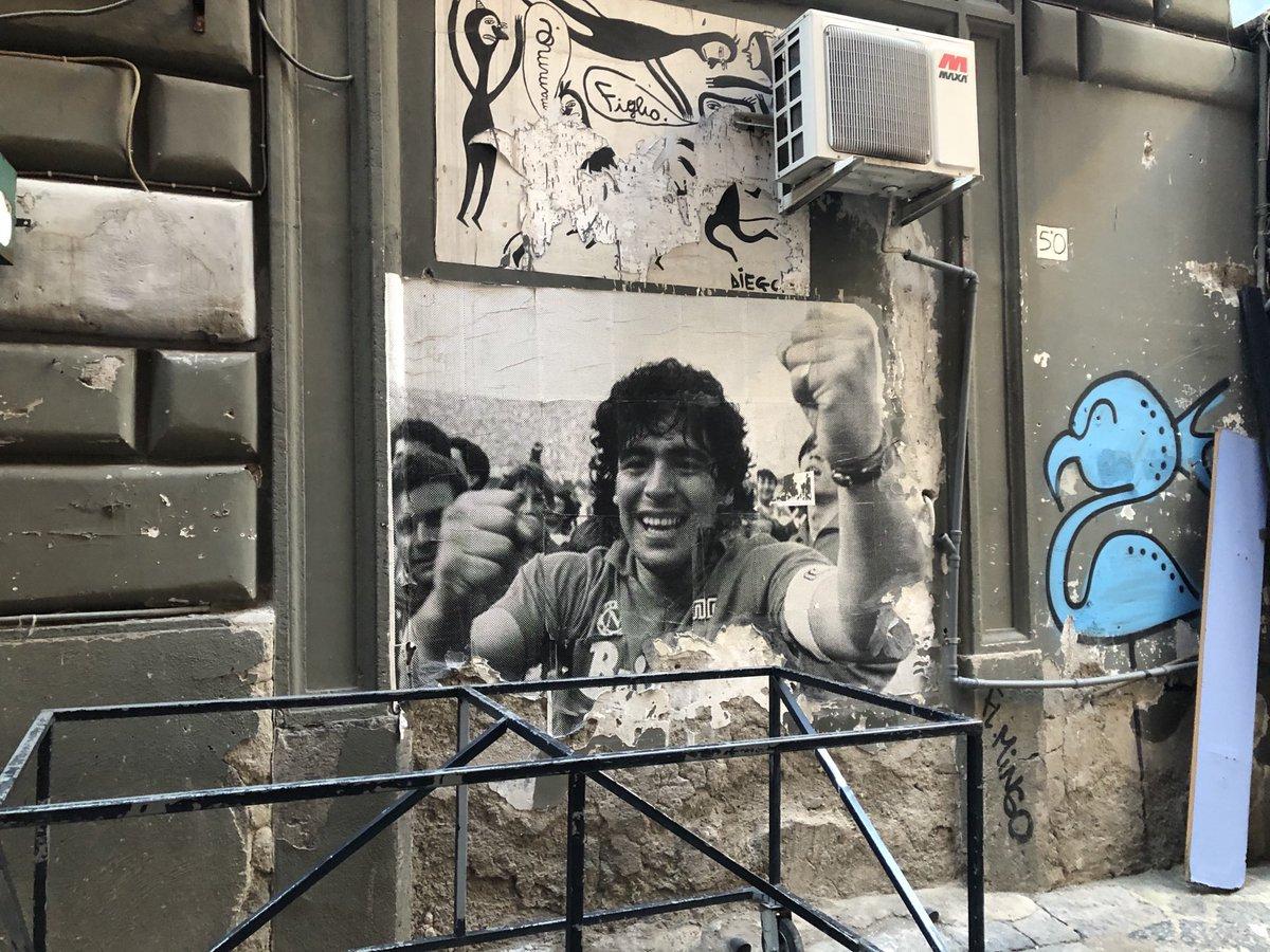 #diegomaradona #NapoliMilan  Cuando vayas seguro alguien te va a decir Argentina? Maradona! Y se va a poner a hablar de él y alguna jugada o algún partido que vieron
