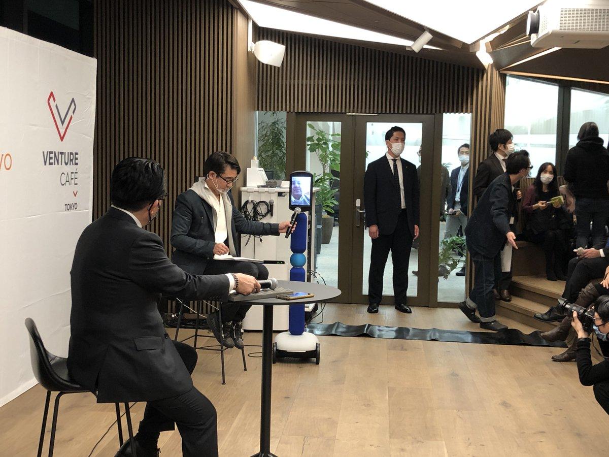 CIC Tokyo Grand Openingでは平井卓也デジタル改革大臣と梅澤高明CIC Japan会長の対談にはCIC創業者のTim RoweがAvatar-inのデバイスでアメリカから参加しました。11/26もGrand Openingイベントを開催します!