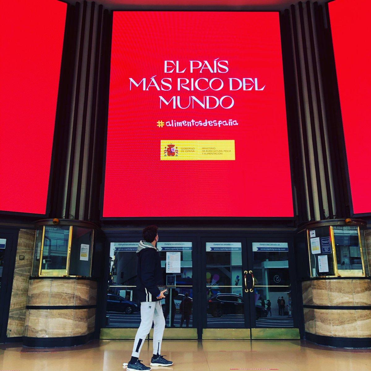 ILUSIONA ver este tipo de anuncios,  tenemos muchas cosas buenas.  ¡¡¡Vamos!! #somosespańa  #alimentosdespańa   📍 #teatrocapitol #Madrid