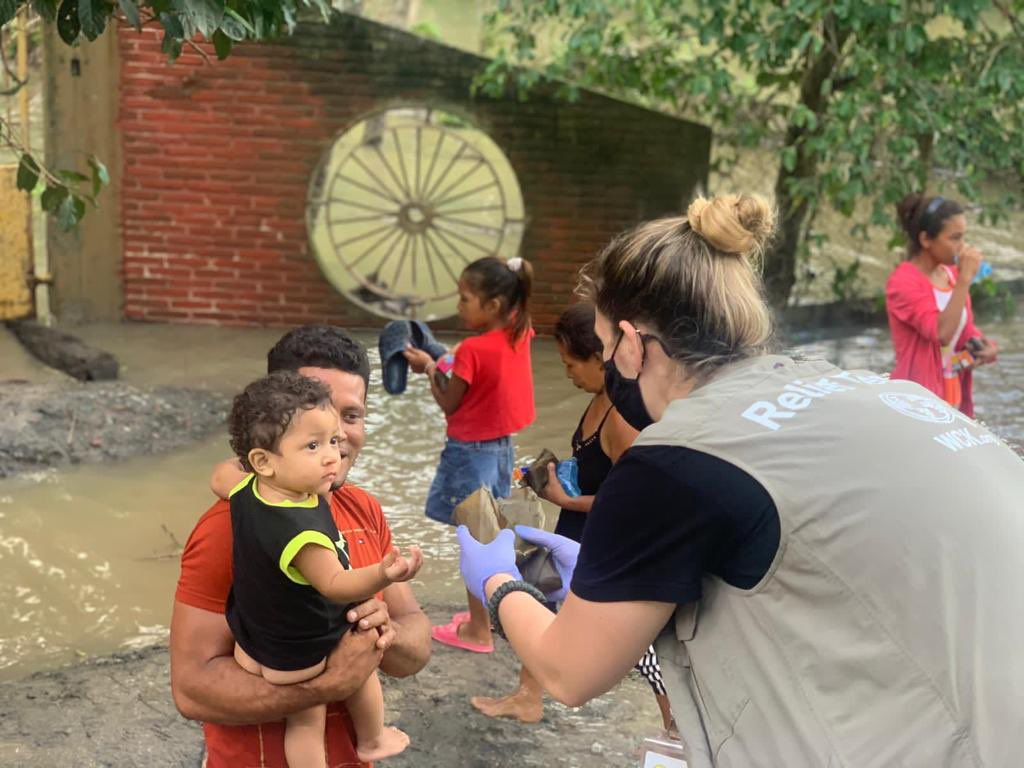 Choloma is a city outside San Pedro Sula in Honduras, that experienced extreme flooding after the hurricanes this month— and waters continues to rise with ongoing rain. Our Relief Team has been brining hot meals & fresh water, and last night we served tamales!😋 #ChefsForHonduras