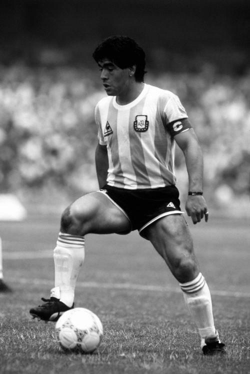 Mucha fuerza a la familia de un GRANDE e HISTORIA del futbol mundial. Descansa en paz DIEGO ARMANDO MARADONA!!!!!🙏🏻