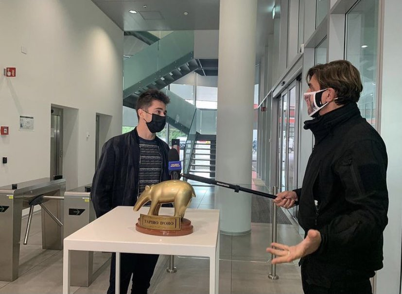 . @Charles_Leclerc with the Tapiro d'Oro in Maranello  📸 : valerio_staffelli  #F1 #Charles16 https://t.co/u6j1WYhooP